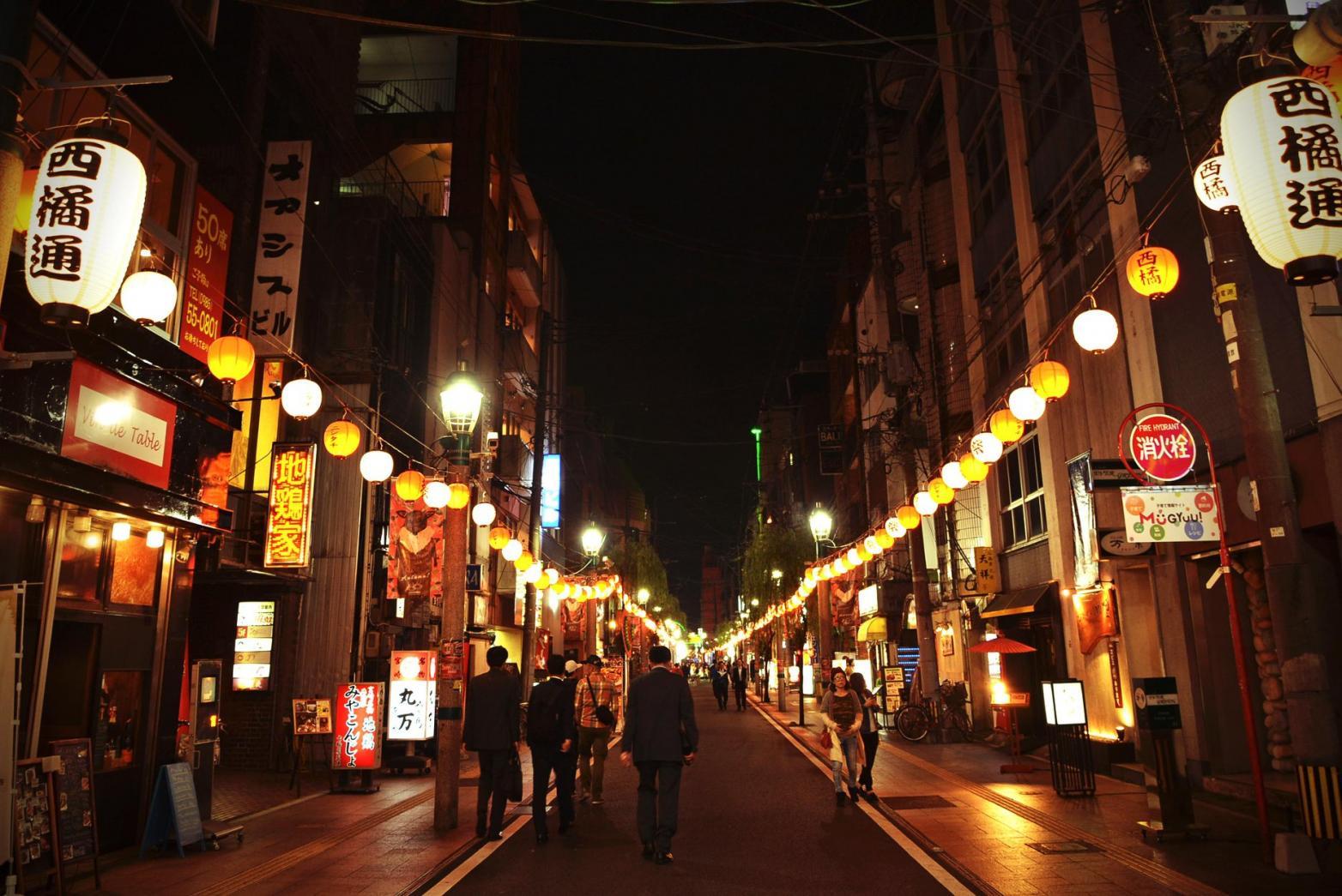 宵を満たす繁華街 ニシタチ