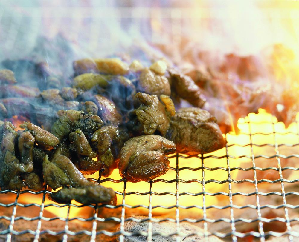 味付けは基本 塩のみ シンプルだけど奥深い「鶏の炭火焼」-0