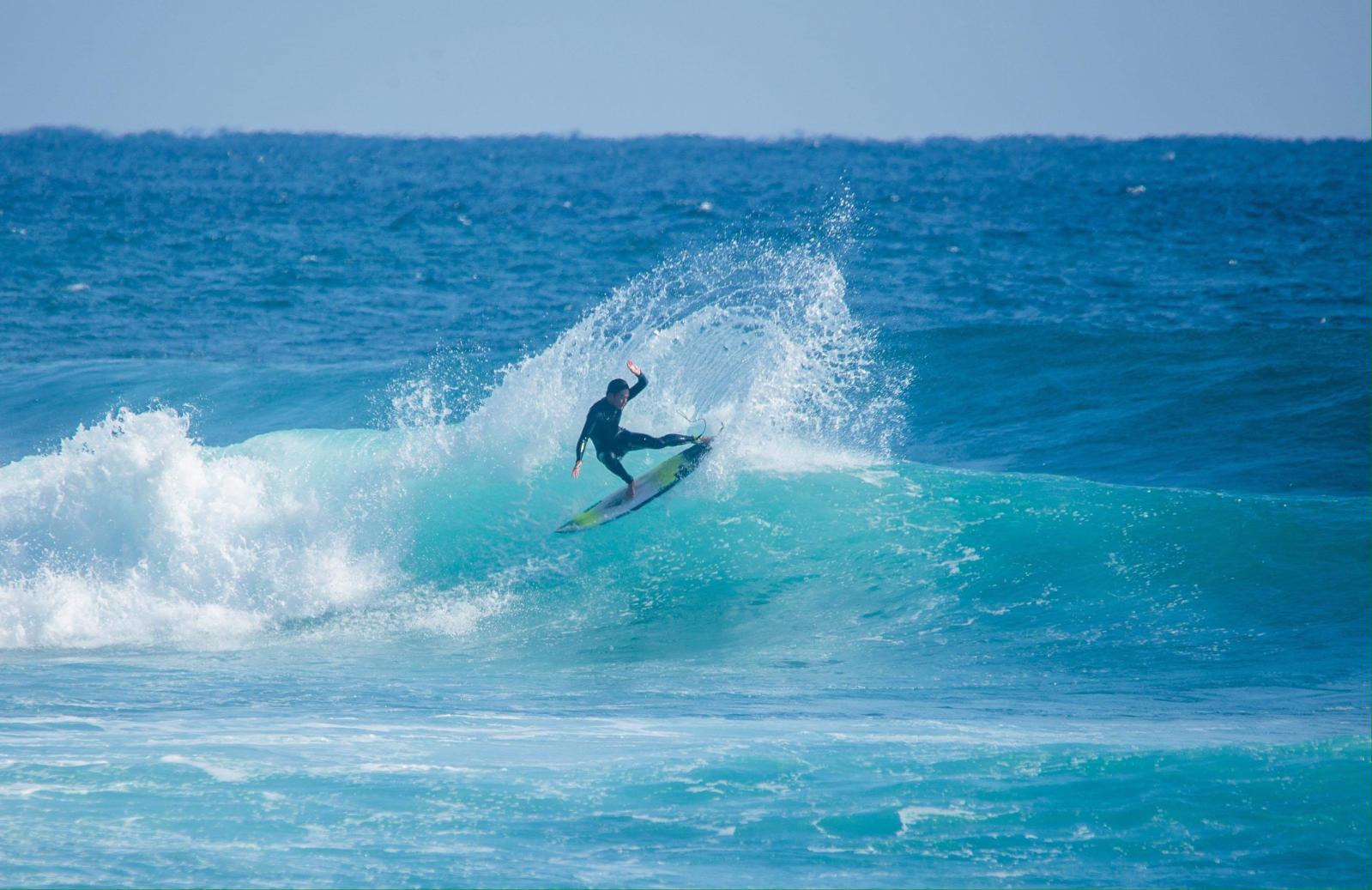 オールシーズンでサーフィンを楽しめる-1