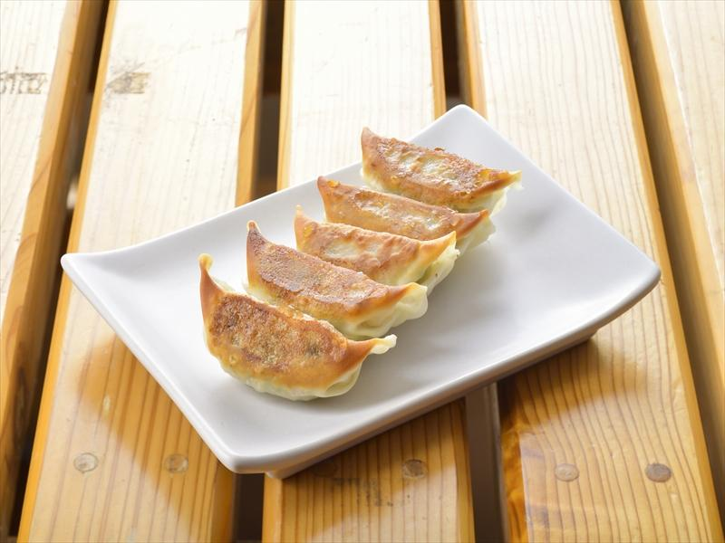 The people of Miyazaki enjoy eating gyoza in many different places!-0