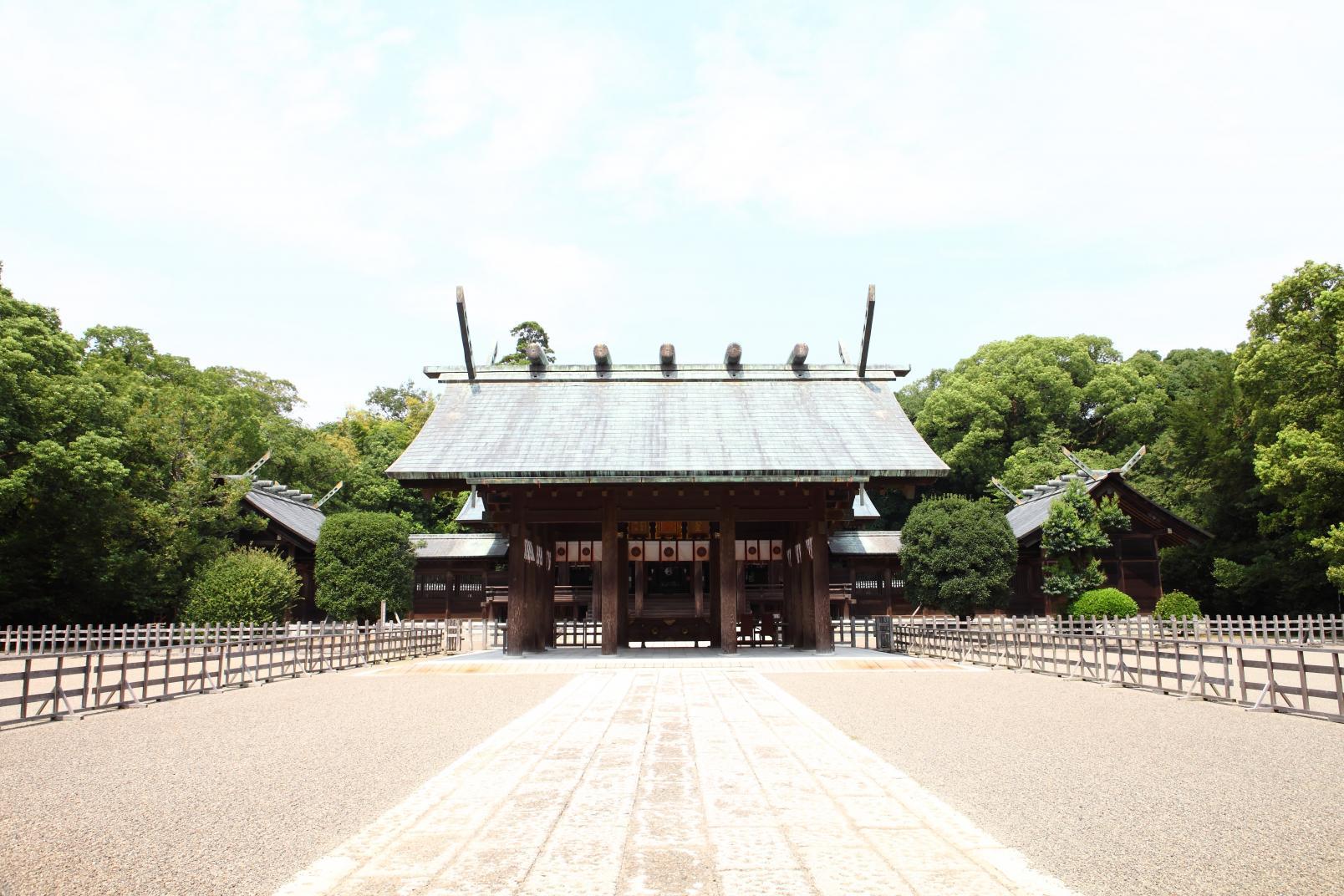 民の幸せを願い、都を中央に遷すため東遷計画を策定した「宮崎神宮」-2