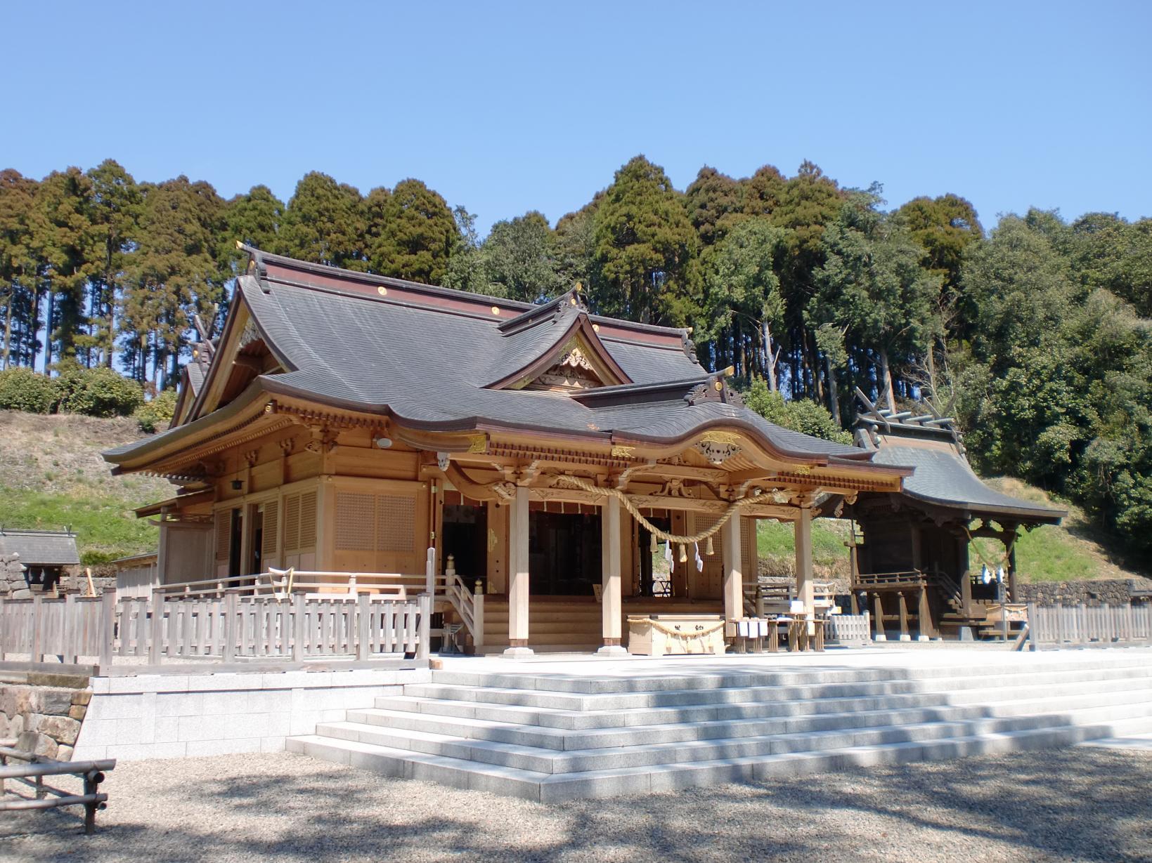宮崎県児湯郡都農町の「都農神社」は東遷に向けた祈念の地-0