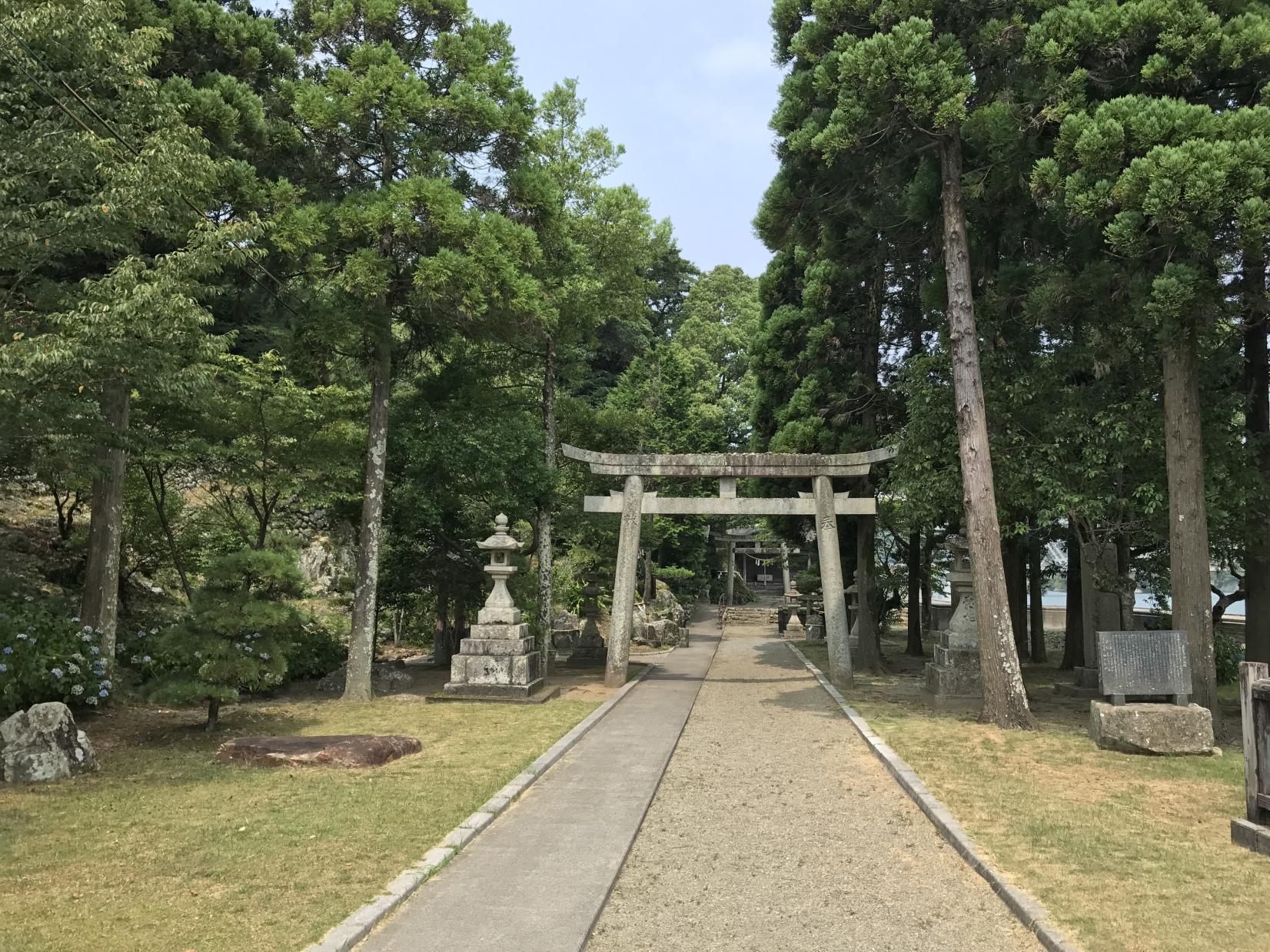 御船出の地は「美々津港」、航海の安全を祈念した「立磐神社」-1