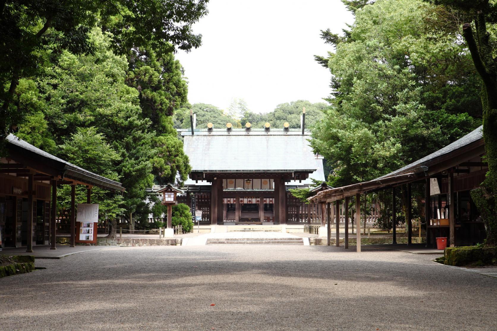 宛如置身于森林之中!漫步其中就可感到神清气爽的宫崎神宫。-1